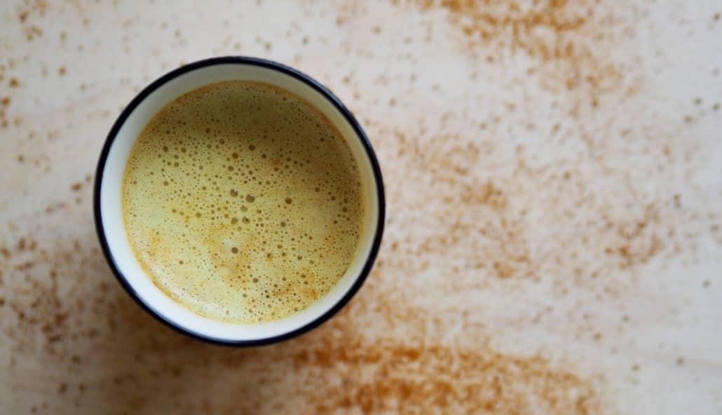 Kurkuma mit Kaffee und CBD Öl
